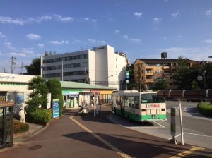東生駒駅前 ファミリーマート